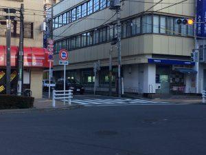 千川通りを西武池袋線桜台駅方面へ直進し、桜台駅前信号を左折